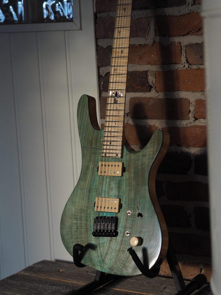 Magpie – Lintuaiheinen custom kitara galleria kuva #1